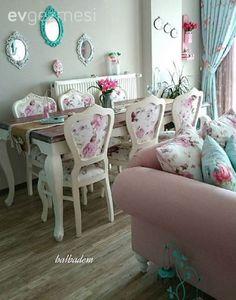 Zarif desenler, yeşil ve pembe renk uyumu ile nostaljik bir stilin hakim olduğu bir eve misafiriz.. Kır evi (country) stil severler bu eve bayılacak, eminiz çok da güzel fikirler alacak.. Ev sahibimiz...