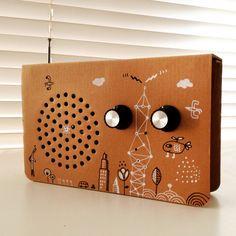 radio on cardboard. Intervention www.diegolizan.com