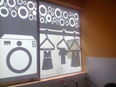 Vinil  Pavonado en lunas de vidrio de lavanderia dàndole un toke de privacidad sin quitar la luz del sol