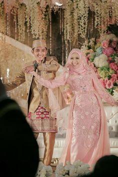 Gaun Kebaya Pernikahan Arum & Rizki OLEH LAKSMI - KEBAYA MUSLIMAH & ISLAMIC BRIDE 0817 0370 7670 by LAKSMI - Kebaya Muslimah & Islamic Bride - 004