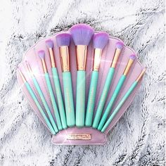 Makeup tools art Make-up: mermaid cute kawaii pastel makeup brushes makeup bag gift ideas aqua shell beauty organizer Best Makeup Brushes, Makeup Brush Set, Makeup Tools, Best Makeup Products, Makeup Steps, Skin Makeup, Beauty Makeup, Makeup Art, Pastell Make-up