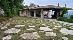 La Torretta dei Conti Campoli Appennino Offering a seasonal outdoor pool and barbecue, La Torretta dei Conti is set in Campoli Appennino in the Lazio Region, 37 km from Roccaraso. Free private parking is available on site.  Each room comes with a TV.