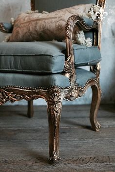 french furniture Pair of Vintage Gilt Carved Armchairs French Furniture, Antique Furniture, Painted Furniture, Furniture Design, Poltrona Vintage, Vintage Armchair, Shabby Chic Stil, French Chairs, Antique Chairs
