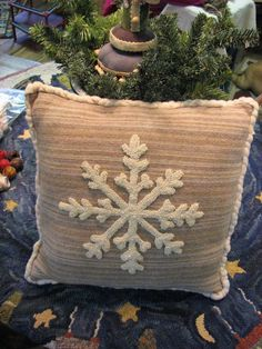 snowflake pillow More - Betty Violett - Winter Fashion Snowflake Pillow, Snowflake Snowflake, Snowflake Embroidery, Pillow Embroidery, Yarn Crafts, Fabric Crafts, Hook Punch, Punch Needle Patterns, Craft Punches