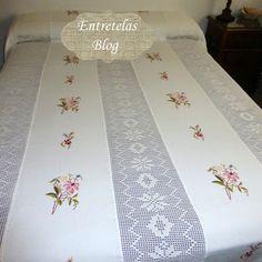 Crochet Bedspread Pattern, Crochet Square Patterns, Crochet Flowers, Crochet Lace, Dreams Beds, Crochet Tablecloth, Filet Crochet, Fabric Painting, Bed Spreads