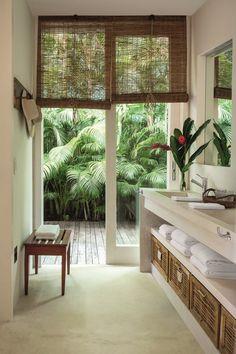 Tropical Bathroom | Modern Tropical Style on Remodelaholic.com | bathroom ideas | bathroom decor | bathroom interior | bathroom design | badkamer ideeen | badkamer inspiratie | badkamer indeling | badkamer inrichting #bathroom #badkamer