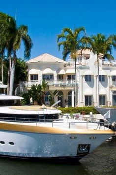 Beautiful Mansion & Yacht