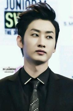 Eunhyuk....I love his hair like this :)
