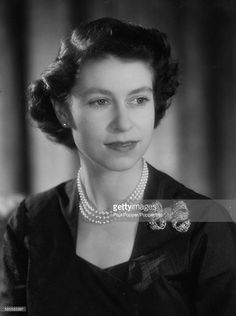 Royal Command portrait of Princess Elizabeth by photographer Baron at Clarence House, London, Die Queen, Hm The Queen, Her Majesty The Queen, Save The Queen, Queen Mary, Royal Uk, Royal Life, Royal House, Young Queen Elizabeth