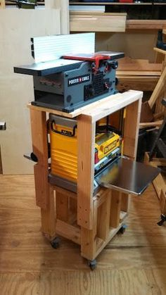 I really like this, Quick & Easy Planer/Jointer Rolling Stand - Woodworking Talk - Woodworkers Forum Best Woodworking Bench Used Woodworking Tools, Woodworking Shop Layout, Woodworking Patterns, Woodworking Workbench, Woodworking Workshop, Popular Woodworking, Woodworking Furniture, Woodworking Crafts, Woodworking Jigsaw