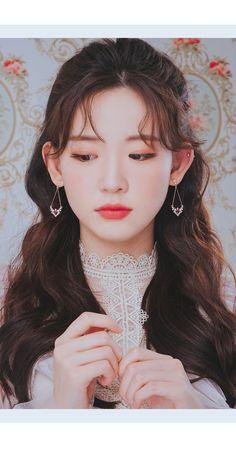 Korean Beauty Girls, Pretty Korean Girls, Korean Girl Fashion, Beautiful Asian Girls, Silver Wedding Decorations, Holiday Decorations, Kpop Fashion Outfits, Egirl Fashion, Fashion Jewelry