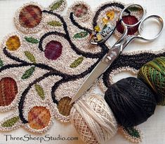 'Olde Orchard' Punch Needle Design in Punch Needle & Primitive Stitcher Magazine. 'Olde Orchard' Punch Needle Design in Punch Needle & Primitive Stitcher Magazine – Fall 2015 Rug Hooking Designs, Rug Hooking Patterns, Hook Punch, Punch Needle Patterns, Donia, Craft Punches, Penny Rugs, Punch Art, Knitting Needles