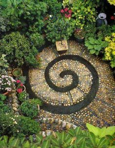 I'm not big on gardening, but if I ever had one, I would totally want it to have a spiral like this!!!