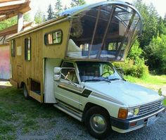 Camping&Outdoorwahn Inspired by gypsy caravans, he got a vintage 1984 Toyota dolphin camper vehicle Mini Camper, Truck Camper, Camper Trailers, Home Made Camper Trailer, Rv Campers, Travel Trailers, Autos Toyota, Bmw Autos, Toyota Hilux