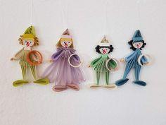 Quilling Clowns Pro Clown 6 € Maße 9 x 5 cm Quilling, Clowns, Drop Earrings, Christmas Ornaments, Holiday Decor, Art, Sculptures, Canvas, Random Stuff