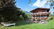 Der Blick vom Tennisplatz auf die Pension! http://stubaital.com/sportpension-schmidt.php