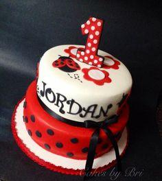 Lady bug themed cake , smash cake, and cupcakes! Themed Birthday Cakes, Birthday Cake Girls, First Birthday Cakes, Themed Cakes, Birthday Ideas, 2nd Birthday, Cupcakes, Cupcake Cakes, Cumpleaños Lady Bug