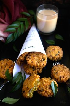parippu vada- The ultimate traditional snack perfect when it's raining outside. Indian Snacks, Mexican Food Recipes, Indian Recipes, Lentil Cake Recipe, Lentil Recipes, Comida India, Indian Street Food, India Food, Indian Dishes