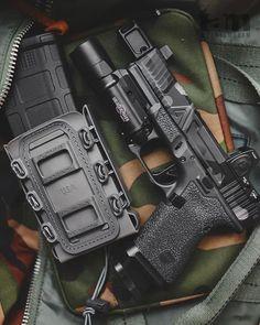 #Repost @tamfamgram I'll just swap the sights. #tamfamgram #gunsdaily #glock #glock19 #guns #everydaycarry #concealedcarry #cerakote #cerakotemadness #madcustomcoating