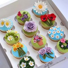 spring garden cupcakes - i could never in a million years do this, but they are so cute!