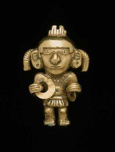 Human effigy pendant Cultura Moche Perú