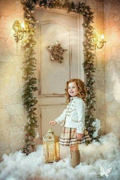 Christmas pic idea for kids Christmas Mini Sessions, Christmas Minis, Christmas Mood, Family Christmas, White Christmas, Christmas Photo Booth, Christmas Scenes, Christmas Settings, Christmas Decorations