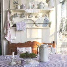 Buon pomeriggio…  Vi lascio le immagini di un carinissimo cottage in Germania in stile Nordic Shabby…                          ...