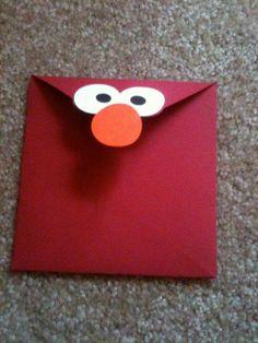 sobre con carita de Elmo