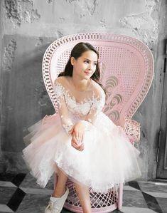 Princess Girl Artist, Princess Style, Celebs, Celebrities, Girl Crushes, Traditional Dresses, Beautiful Actresses, Asian Beauty, Evening Dresses