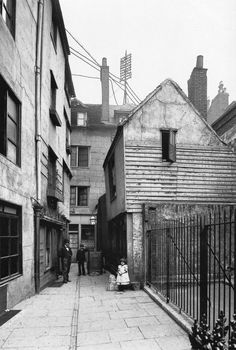 Schoolden St (was next to St Bartholomew the Great)