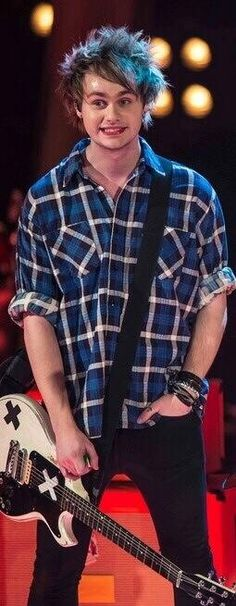 """For people who are in the """"Michael girl"""" phase of their lives right now>> OMF JUST LOOK AT HIM HE'S SO CUTE LOOOOOK WOW I WOW I CANT NO HELP"""