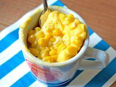 マグカップで混ぜるだけで、簡単にできるコーン&チーズマフィン。ホットケーキミックスを使った、朝食やおやつにぴったりのレシピです。