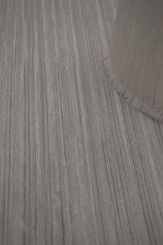 2011 Organza weiß plissiert ist auf transparente Folie kaschiert. Organza weiß ist eine Rollenware, die Materialbreite ist 145 cm. Das Material kann meterweise bestellt werden. Sehr gerne wird dieses Material auf trommelförmige Lampenschirme verarbeitet. Auf Wunsch fertigen wir Zuschnitte für trommelförmige Lampenschirme an. Hardwood Floors, Flooring, Material, See Through, Madness, Lamp Shades, Drum, Wish, Fabrics