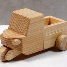 当店は、国産桧(ヒノキ)を使用してすべて手作りしております木材の木目・色・つやを生かすために塗装はしていませんひとつひとつ丁寧に研きあげてあります。ころころ転がして遊べます!子供の好きな木の車シリーズ・スポーツカー木目があざやかな仕上がりになっています。     対象年令2才~材質   桧(ヒノキ)強度の関係でタイヤは(ヒノキ)集成材を使用しています サイズ  長さ 約15cm   幅約 7cm   高さ約 5.5cm備考   木目や色などは、制作の時点で使用する木材によって違ってまいり     ます、サンプル画像とお届けする商品とは多少異なってまいります     強くぶつけると部品など破損するおそれがあります※ラッピングに関して! ラッピングは「木のおもちゃ・積み木」のみです。 おまかせラッピングですので、包装紙の指定はできません。※配送に関して!  配達日・時間指定が必要な場合は備考欄・メッセージでお知らせください。 ヤマト運輸がお届けします。 お届け時間帯: 午前中  14~16  16~18  18~20  19~21