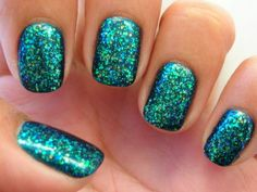 love this color! turquoise glitter nails.