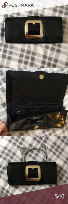 Black patent leather Michael Kors clutch Excellent used condition, no marks or scratches. Timeless classic that goes with every outfit Michael Kors Bags Clutches & Wristlets
