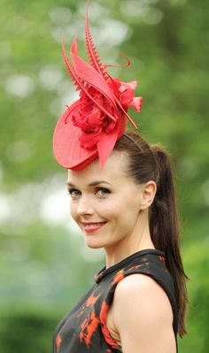 Victoria Pendleton - Ladies Day at the Royal Ascot Racecourse 2013 Millinery Hats, Fascinator Hats, Victoria Pendleton, Royal Ascot Hats, Races Fashion, Kentucky Derby Hats, Fancy Hats, Love Hat, Red Hats