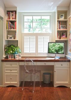 Built-in Desk in a small alcove