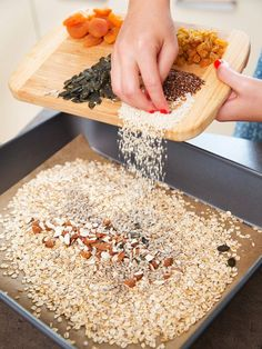 Nuts and seeds dry roasted in the oven, as they will have a better taste; Organic Matter, Energy Balls, Oven Roast, Muesli, Sugar Free, Ham, Food And Drink, Healthy Recipes, Homemade