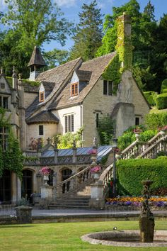 Manor House Hotel, Castle Combe, the Cotswolds, Wiltshire, England - Stock Photo - Dissolve Beautiful Buildings, Beautiful Homes, Beautiful Places, Casa Steampunk, Manor House Hotel, Style At Home, Casa Hotel, English House, English Manor Houses