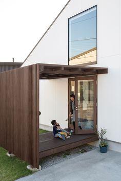 Front Yard Garden Design, Backyard Garden Design, Shed Design, House Design, Facade Design, Tropical Front Doors, Japanese Style House, Garden Canopy, Facade House