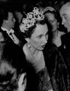 Queen Marie José of Italy wears the Queen Margherita Musy Tiara She's also wearing big pearl and diamond earrings and a three-strand pearl necklace. Royal Crowns, Royal Tiaras, Crown Royal, Tiaras And Crowns, Adele, Pearl And Diamond Earrings, Pearl Necklace, French Royalty, Royal Monarchy