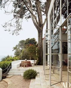 Steel windows fabricated by Pierre Quinton open to a view of the Pacific Ocean | archdigest.com Outdoor Rooms, Outdoor Gardens, Outdoor Living, Indoor Outdoor, Rustic Outdoor, Architectural Digest, Interior Exterior, Exterior Design, Interior Modern