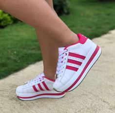 Unique Shoes, Cute Shoes, Me Too Shoes, Sneakers Fashion Outfits, Fashion Shoes, Adidas Shoes Women, Adidas Sneakers, Flatform, Boot Brands