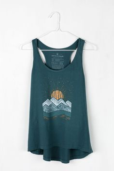 The flow of the waves/sun in this design is cool, and kind of resonates with the flow of what DSR sounds like. Could definitely do more to make it unique, but the connection of the waves and sun is what attracted me to it. Blusas Crop Top, Summer Outfits, Cute Outfits, Summer Hiking Outfit, Emo Outfits, Batik, Look Fashion, Lolita Fashion, Ted Baker