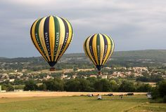 The L'Occitane hot-air balloon took off last week headed for Fontainebleau. A journey to the heart of history, at the mercy of the wind! [Click the photo to see the full article]