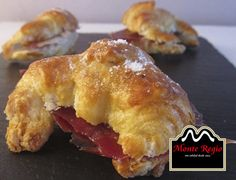 ¿Te apetece desayunar con nosotros? Delicioso #croissant relleno de jamón ibérico #MonteRegio