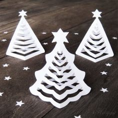 3D Paper Christmas Trees - so simple and pretty. Great craft activity and centerpiece for the Christmas table.