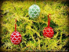 Arne & Carlos - Nordic Julekuler (knitted Christmas balls)