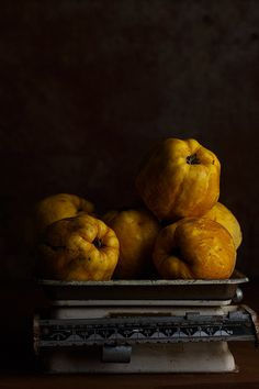 Quinces in the balance Fruit Photography, Food Photography Styling, Food Styling, Herbal Chicken Soup, Vegan Cheese Recipes, Tapas, Molecular Gastronomy, Fruits And Vegetables, Bon Appetit